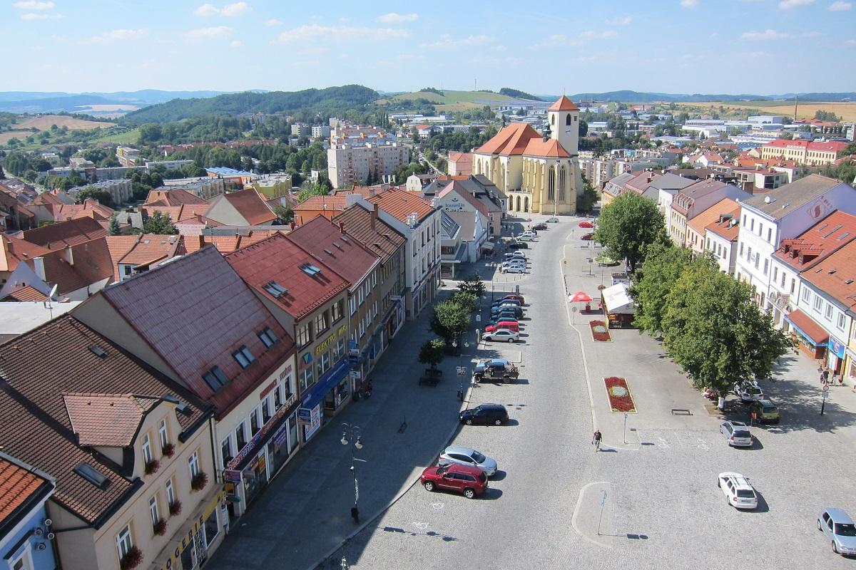 Pohled z radniční věže na Masarykovo nám. a kostel sv. Jakuba, Boskovice