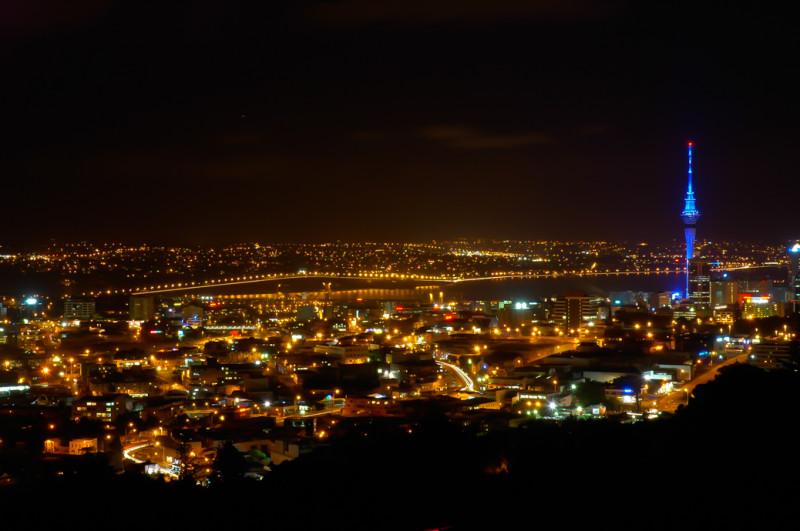 Noční fotka z Mount Eden Domain, Auckland, Nový Zéland