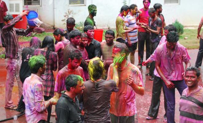 Oslavy Holi v Indickém Hyderabadu Autor: Ayan Manna