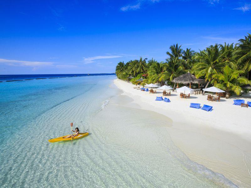 Pláž resortu Kurumba, Maledivy