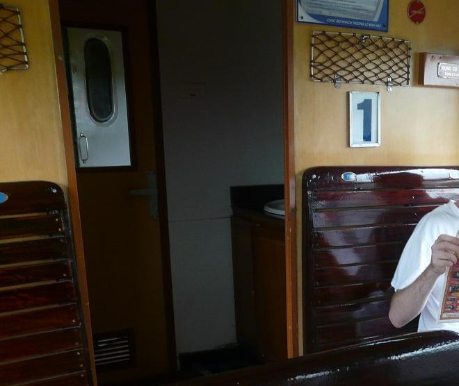 Interiér vagónu - sedadla hard seat