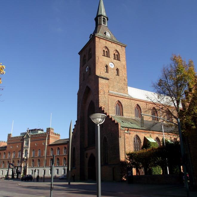 Centrum města Odense - Domkirke a radnice s náměstím Flakhaven