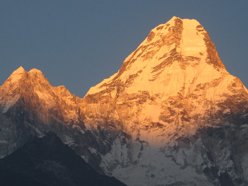 Hora Ama Dablam při západu slunce.