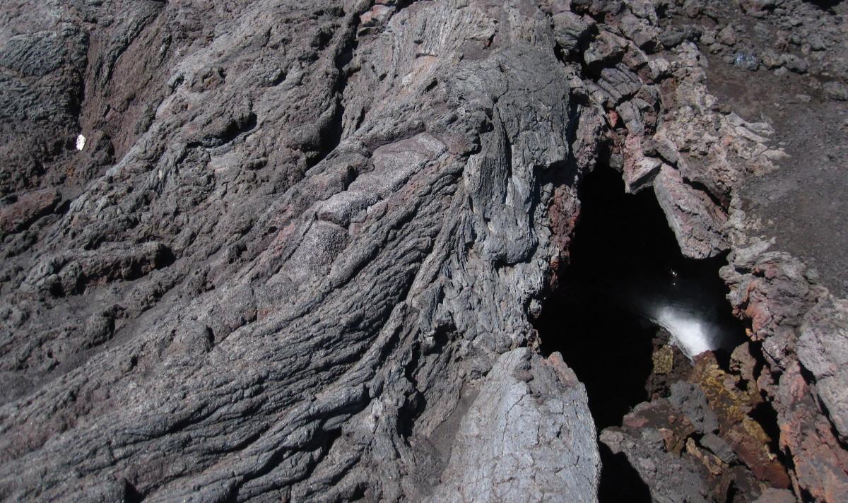 Pozůstatky ledovce v lávových vyvřelinách.