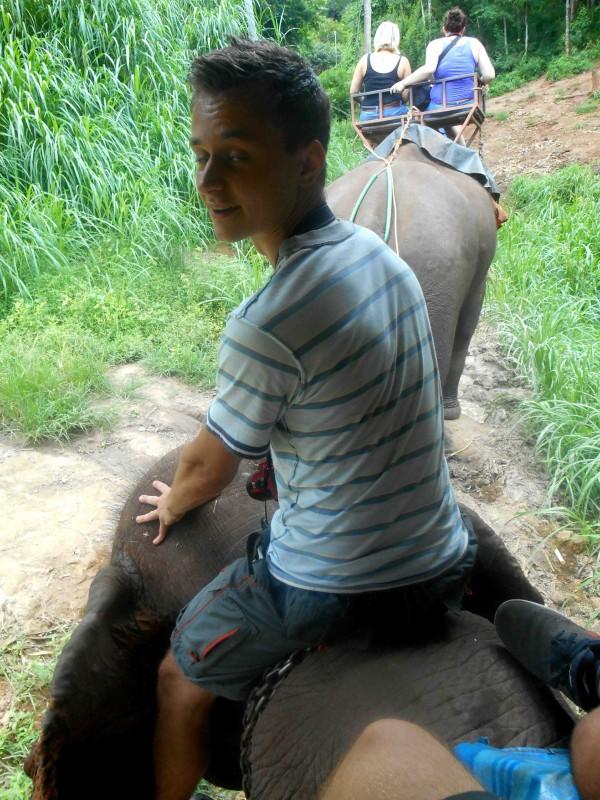 """Jízda za sloním zátylkem může být očividně velice """"příjemná"""""""