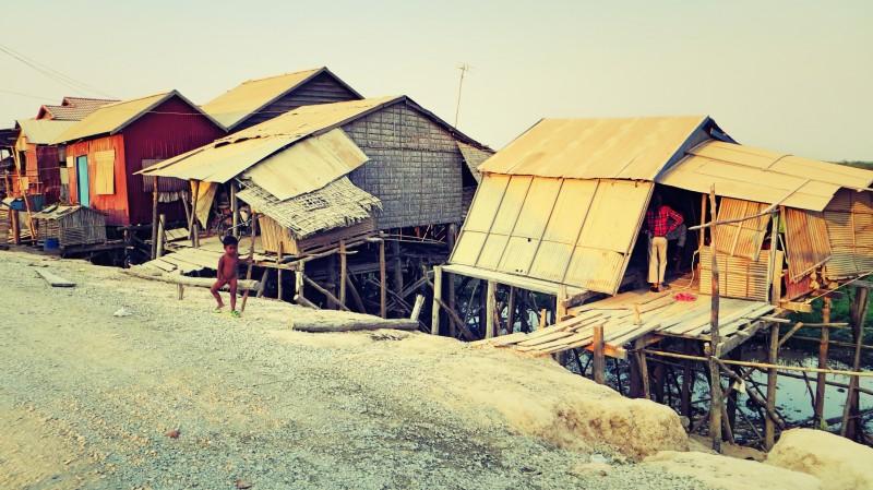 Chýše u jezera Tonlé Sap