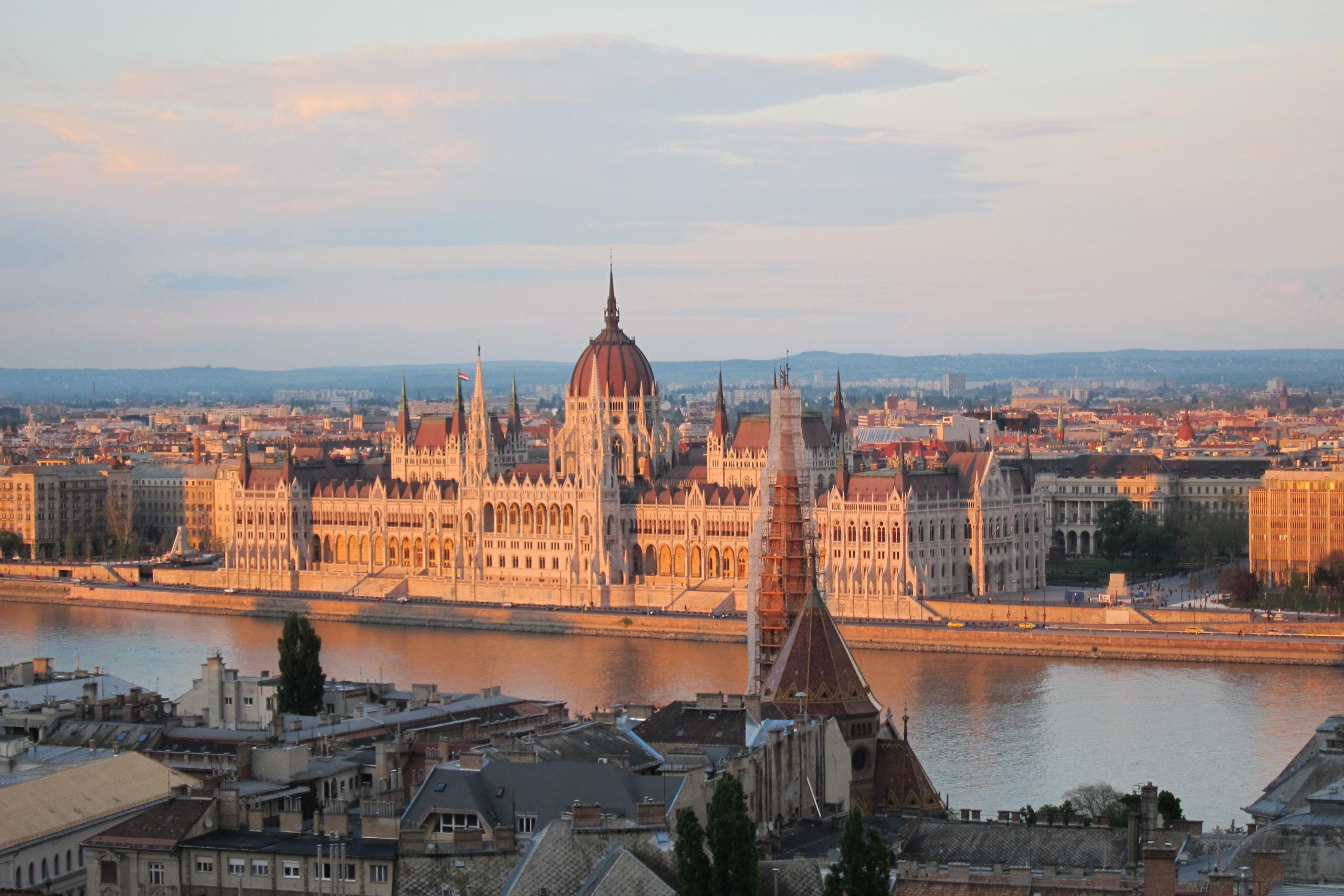 Architektonický klenot na Dunaji - Parlament v Budapešti