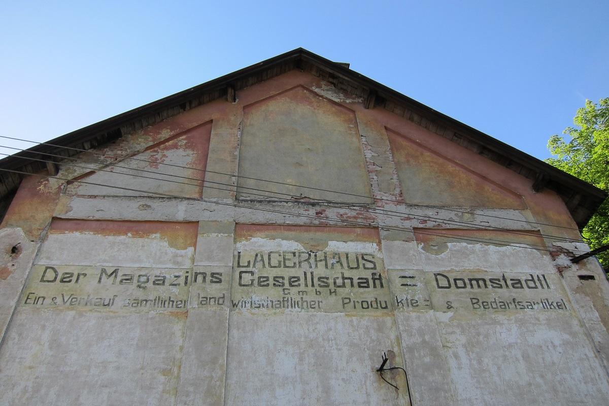Pozůstatky z dob, kdy obyvatelstvo Domašova nad Bystřicí bylo převážně německé