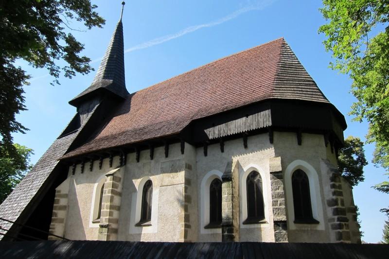 Pohled na hlavní loď kostela, Kočí