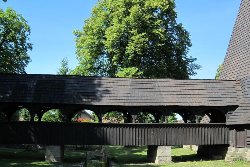 Přístupový most ke kostelíku, obec Kočí