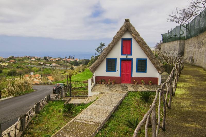 Pastevecké domy, Santana