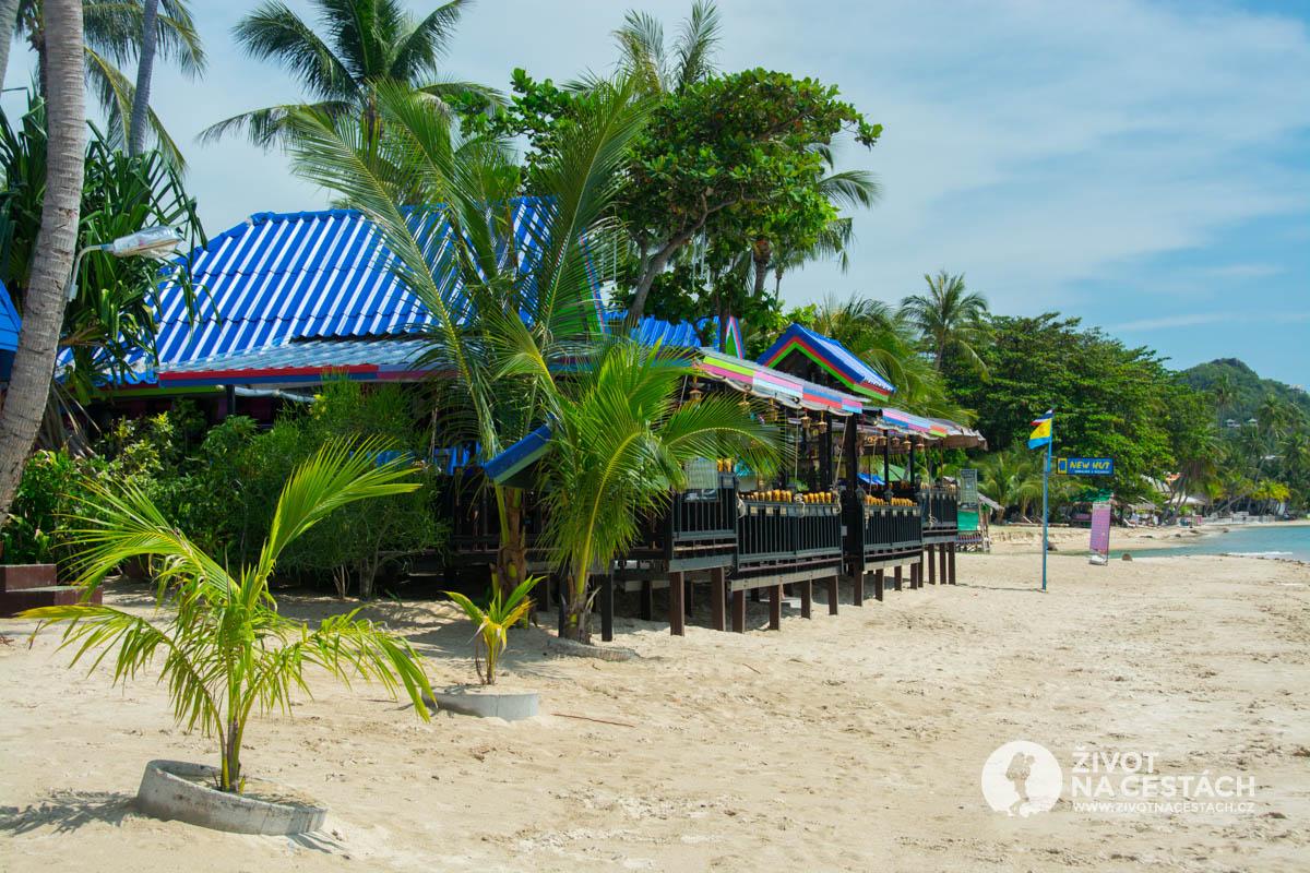 Restaurace komplexu New Hut Bungalow, Ko Samui, Thajsko