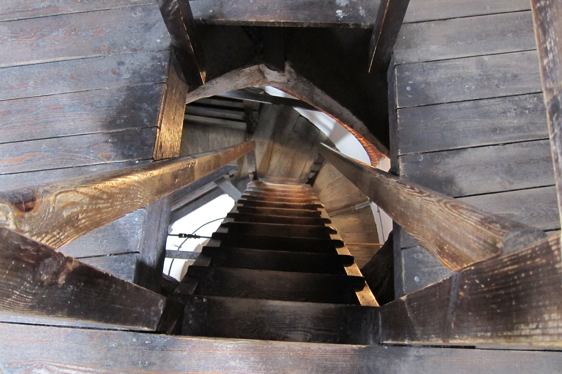 Dřevěné schodiště v Hodinové věži