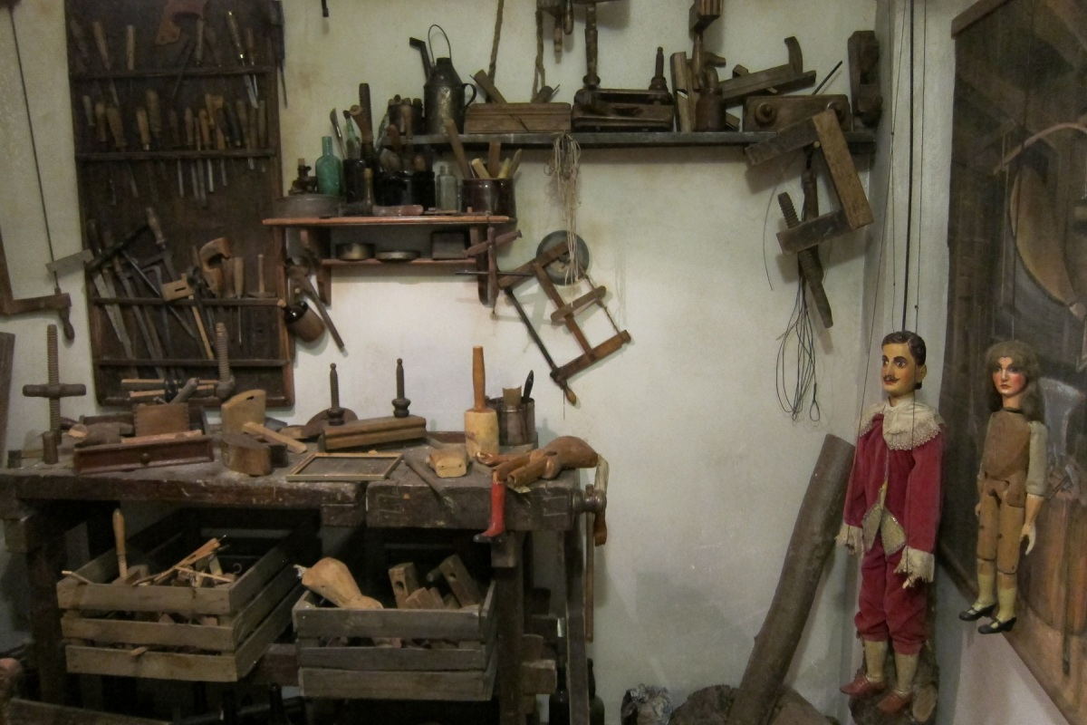 Dílna výrobce loutek v chrudimském muzeu