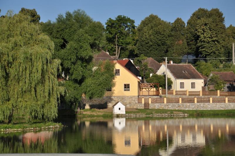 Uherčice - rybník na návsi
