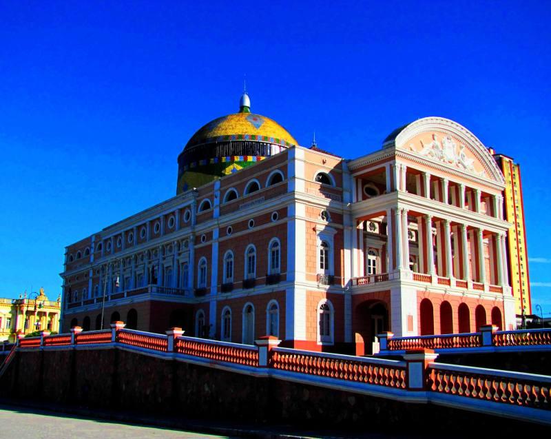 Divadlo ve městě Manaus - oblíbeném městě V. A. Slámy