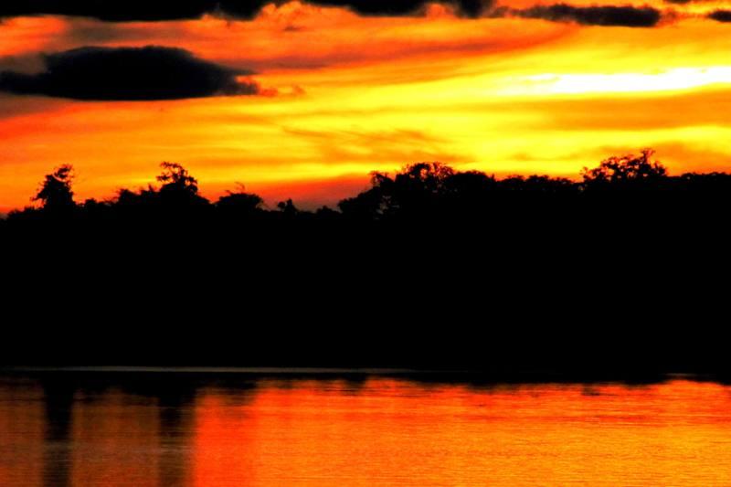 Západ slunce v milované Amazonii, ve které V. A. Sláma strávil více než rok života