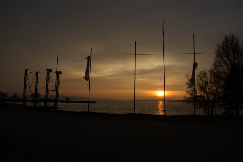 Slunce teprve pomalu výchází a posádka Vodní záchranné služby ČCK MS Nové Mlýny začíná chystat techniku na dnešní akci.