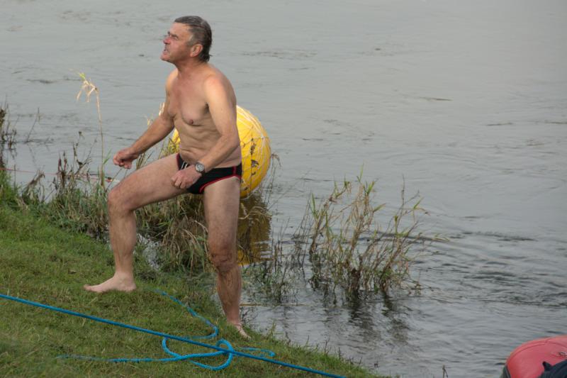 Odhodlaný otužilec po otestování vody pronesl, že to je přesně ono! :-)