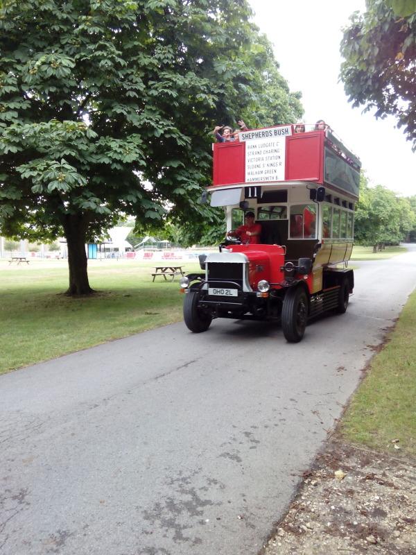 Jeden z mnoha způsobů dopravy v areálu