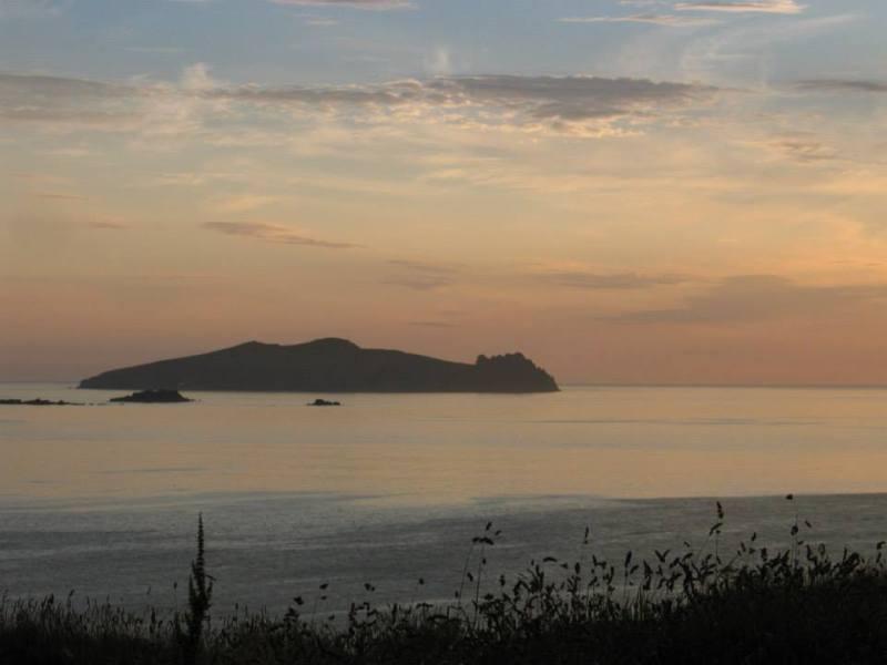 Spící obr, přezdívka ostrova poblíž vesnice Dunquin.