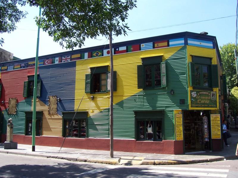 Typicky barevné domy ve čtvrti La Boca
