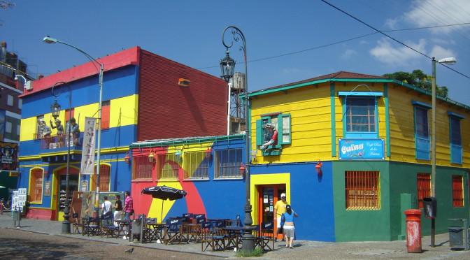 Barevná čtvrť La Boca v Buenos Aires