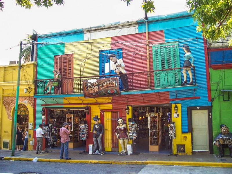 La Boca - to jsou mimo jiné obchůdky, galerie, tančírny a restaurace