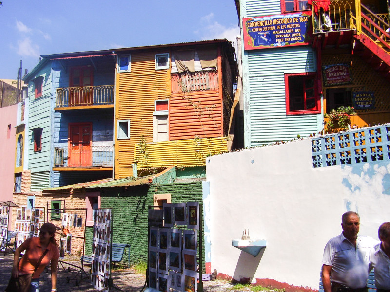 Caminito - tak trochu skanzen, nicméně stále životem pulzující umělecká část Buenos Aires