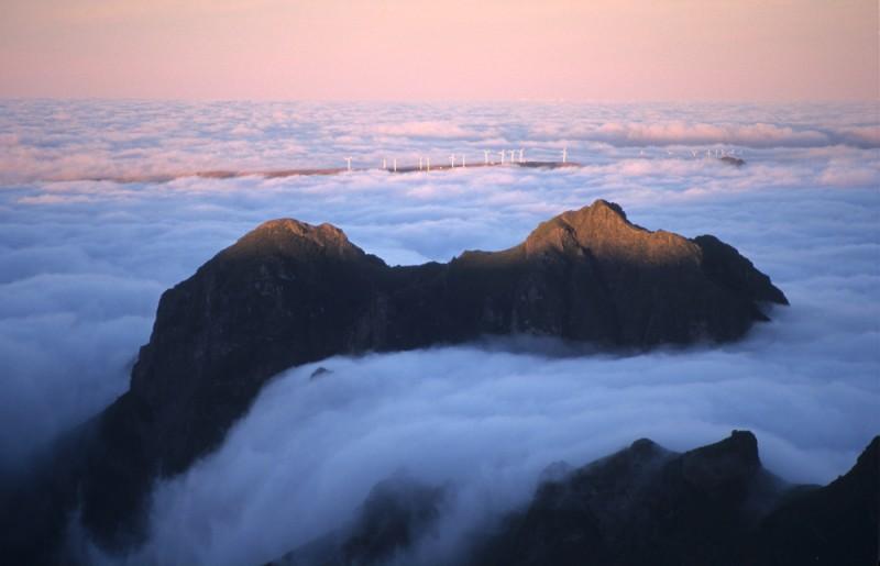 Svítání v horách Madeiry. Další povedené fotky naleznete na webu Milana Jány.