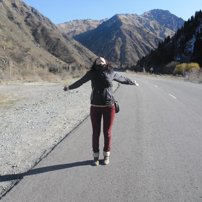 Cesta k Velkému Almatskému jezeru předhůřím Ťan Šanu