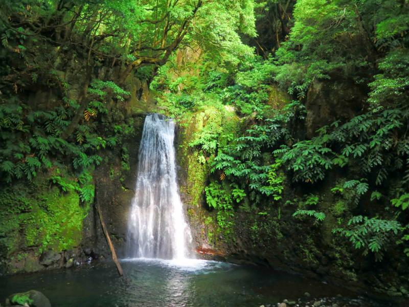 Vodopád u Faial da Terra, Azory