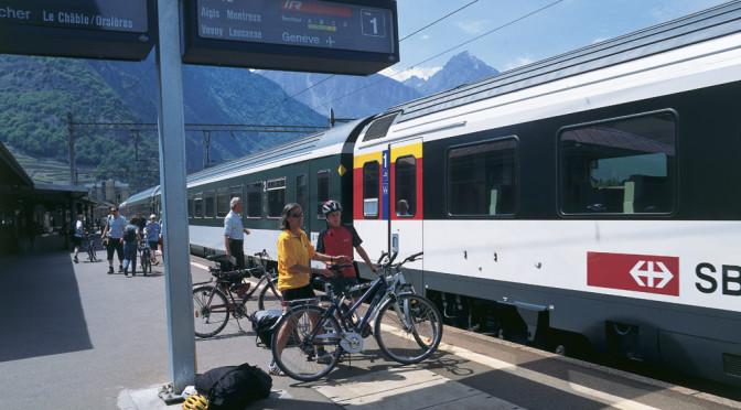Jak ve Švýcarsku přesednout z kola na vlak či autobus? Je to snadné.