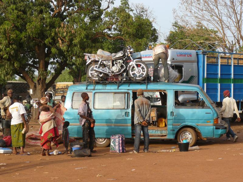 Cestování minibusem v Burkina Faso