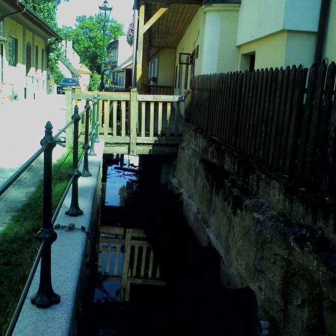 Pohled na ulici Przykopa, tedy na Těšínské Benátky.