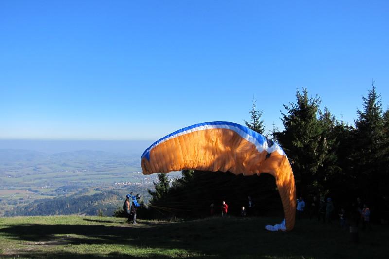 Velký Javorník - Mýtina pod chatou je startovacím místem pro paragliding