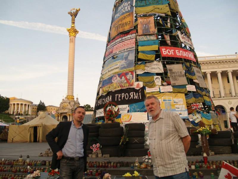 Na kyjevském Majdanu (Jaromír Štětina vpravo)