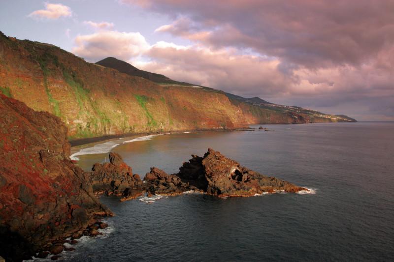 Soumrak na divokém pobřeží