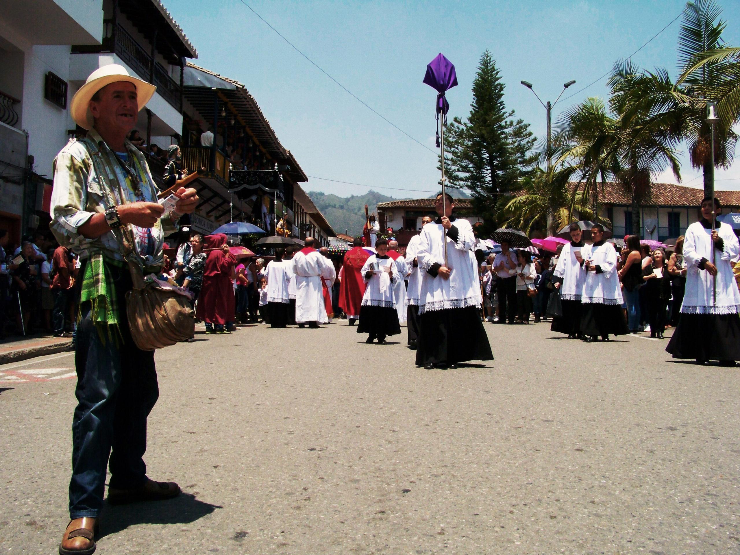 Procesí o Velkém pátku. La Ceja, Kolumbie.