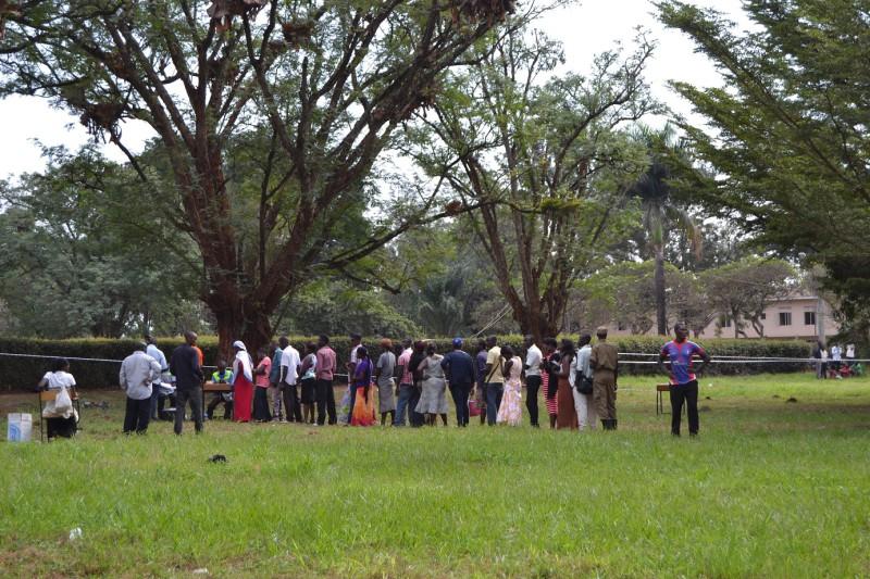 Fronta k volební místnosti
