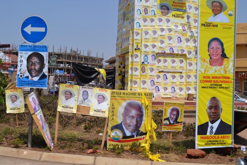 Náměstí v Mbale - na množství záleží.