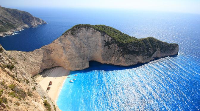 Hory, moře, bílé pláže, vynikající jídlo a dechberoucí památky. Vítejte v Řecku.