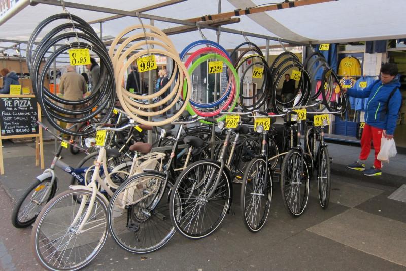 Cyklostánek na největším amsterdamském trhu - Albert Cuypmarkt