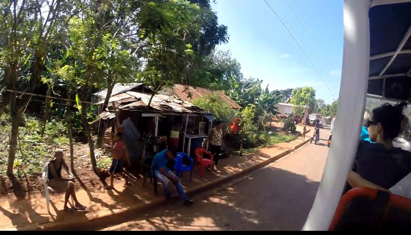Pohled shora na ulici z Jeep Safari, Dominikánská republika