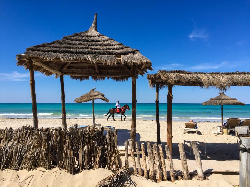 První pláž, na kterou jsme dorazili po našem přistání v Tunisku na Djerbě. Příjemný relax, první vychlazené pivko, vynikající oběd a později i koupání bylo úžasné.