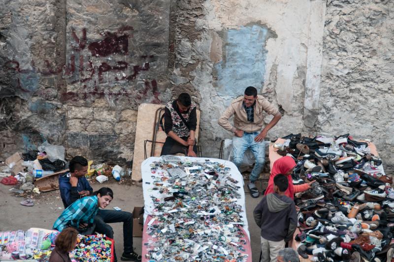 Pohled na místní tržiště ze sousední pevnosti umožnil udělat nepozorovaně pár záběrů.