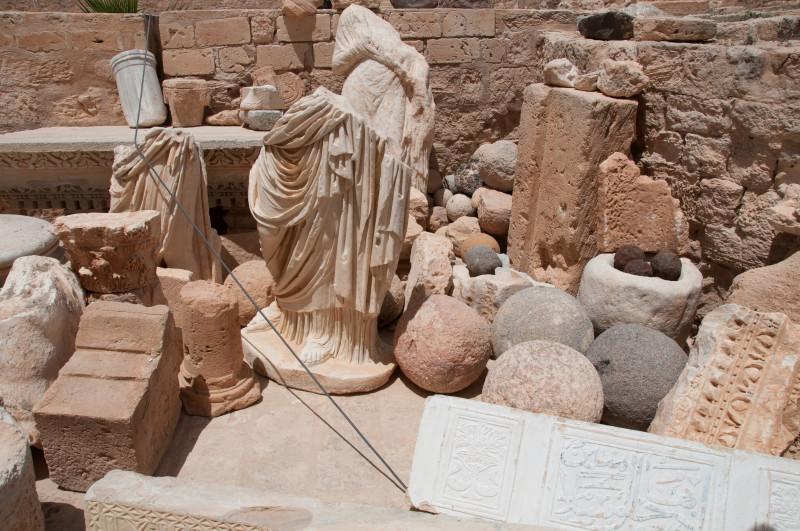V pevnosti se našla děla, dělové koule, úlomky keramiky a pozůstatky římské civilizace, které jsou zde nyní vystavené.