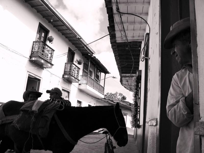 V-zajeti-magickeho-realismu-nejkrasnejsi-kolumbijska-vesnice-concepcion-dil2-03