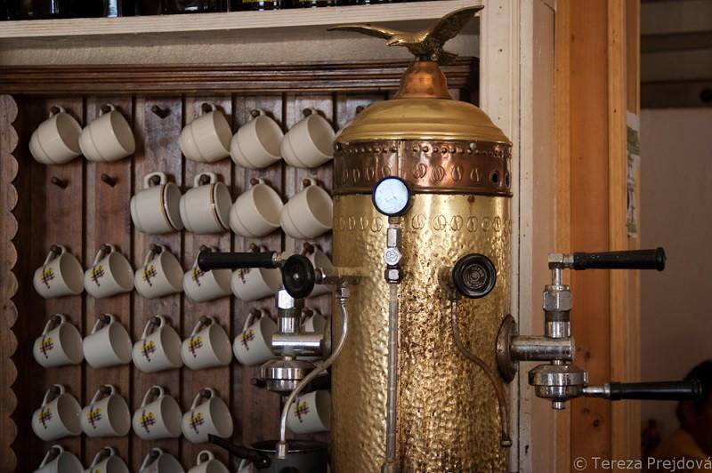 Příprava kávy v Kolumbii
