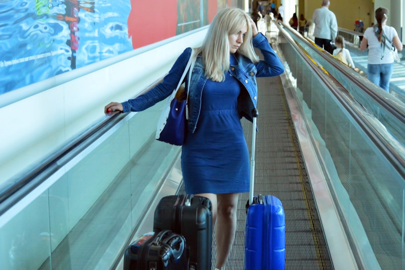 march-luggage-airport